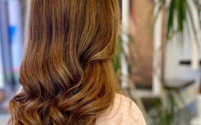 La estrecha relación entre cabello sano y color